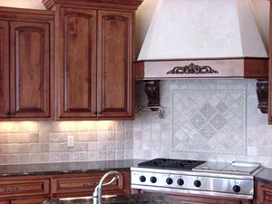 Tumbled Travertine Rustico, 4 x 4 with accent rope and 6 x 6 accents make up this kitchen backsplash.